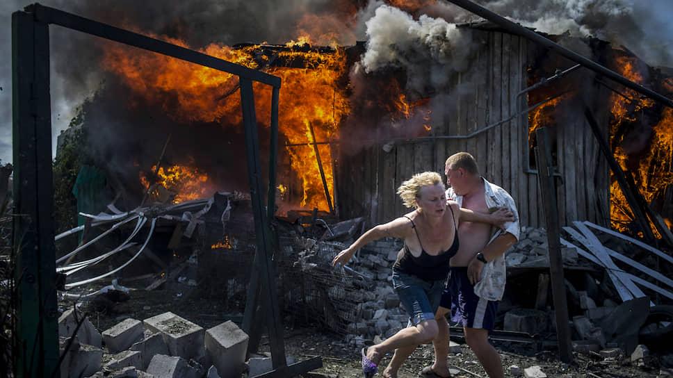 Мирные жители на фотографиях Валерия Мельникова выглядят если не главными действующими лицами, то главными пострадавшими на войне