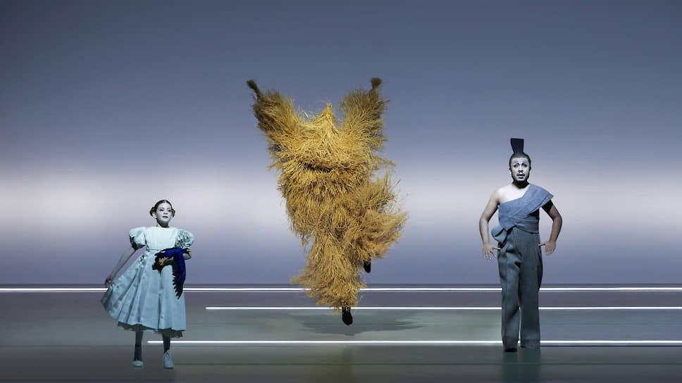 В своей сценической версии «Мессии» Генделя режиссер Роберт Уилсон верен всем узнаваемым приемам своего театра