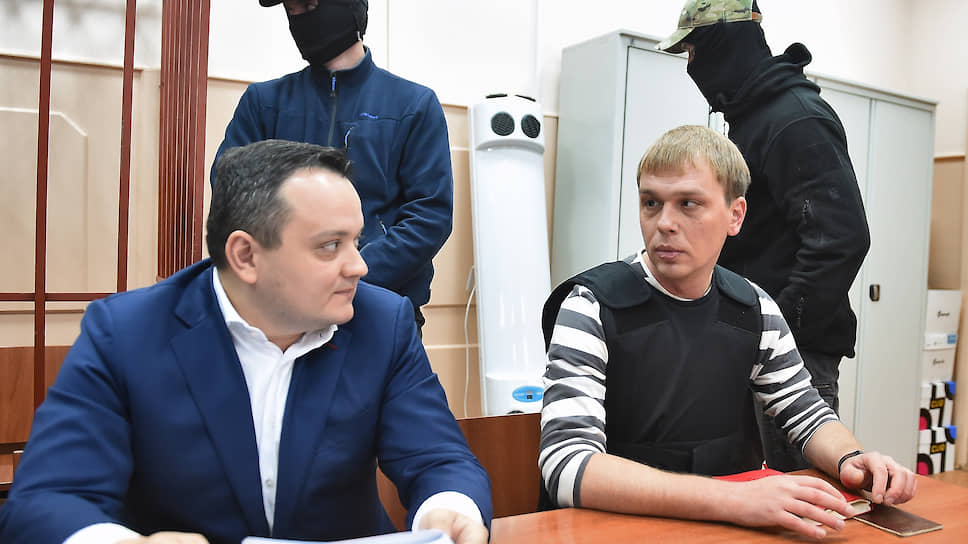 Адвокат Сергей Бадамшин (слева) и журналист Иван Голунов