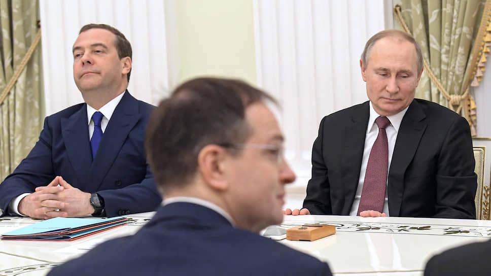 Новый вирус короновали в Кремле / Как уважительно Владимир Путин отнесся к опасности из Китая и к бывшим членам правительства