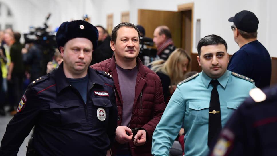 Игорь Ляховец (в центре) считает, что против него и его бывших коллег у следствия нет никаких доказательств