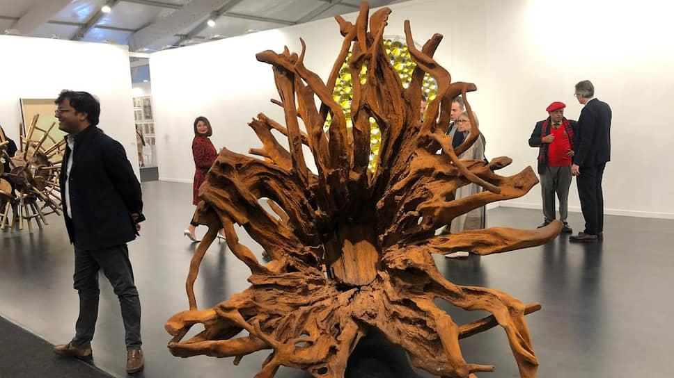 Изображающая корни редкого дерева скульптура Ай Вэйвэя оказалась среди самых дорогих произведений India Art Fair