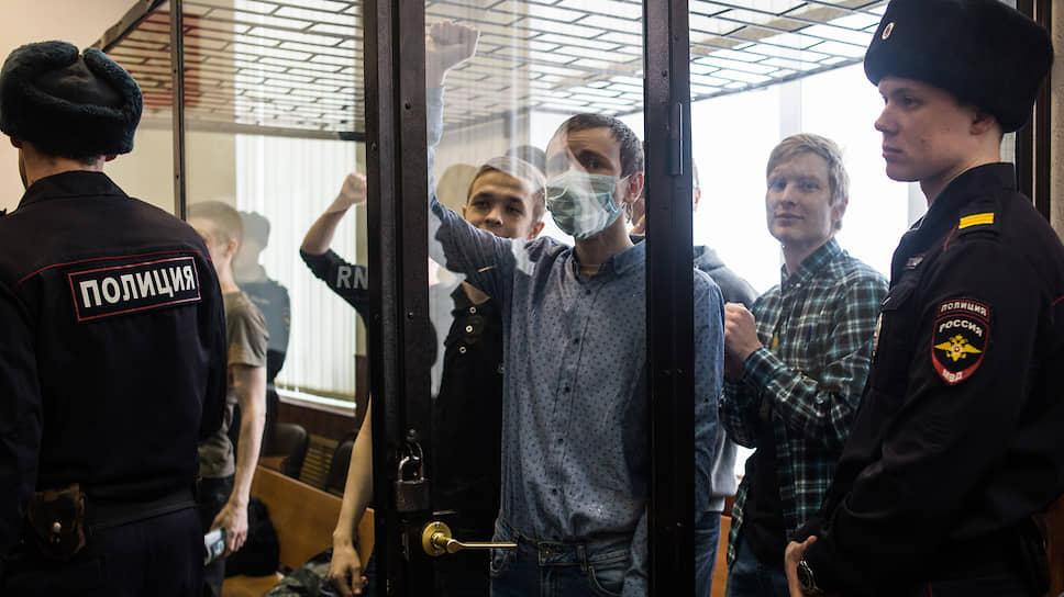 Зрители в зале суда встретили приговор криками «Свободу политзаключенным!»