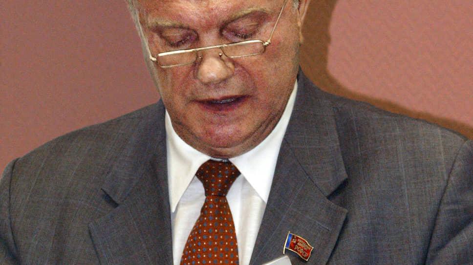 Геннадий Зюганов видит в Конституции много мест, подлежащих правке, но считает, что времени для редактирования выделено недостаточно