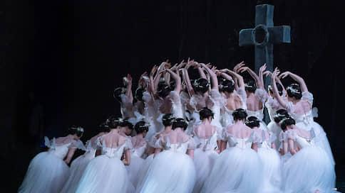 С баррикад на пуанты  / Парижская опера вернулась к публике с «Жизелью»