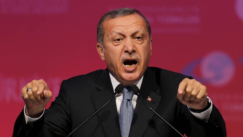 Турция не намерена больше мириться с нарушением договоренностей по Идлибу, заявил президент Эрдоган. В ходе выступления в парламенте Турции он выдвинул ультиматум Дамаску и Москве