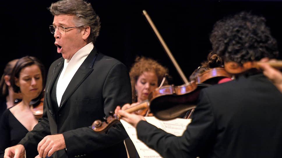Для Томаса Хэмпсона при всей его огромной оперной карьере исполнение песен — важная часть жизненной философии