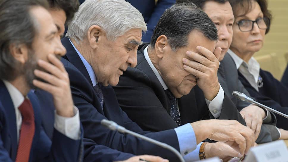Правочное бюро / Что делали с Конституцией на встрече в Ново-Огарево