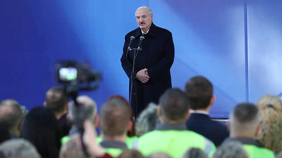 Президент Белоруссии Александр Лукашенко разъяснил коллективу Светлогорского ЦКК, как сложились отношения с Россией