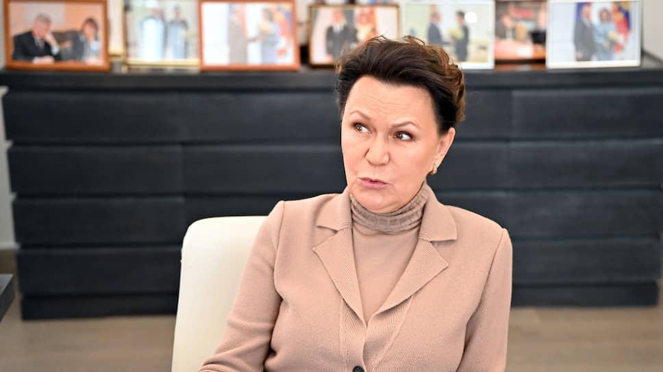По словам Талии Хабриевой, внесение изменений в преамбулу Конституции пока обсуждается