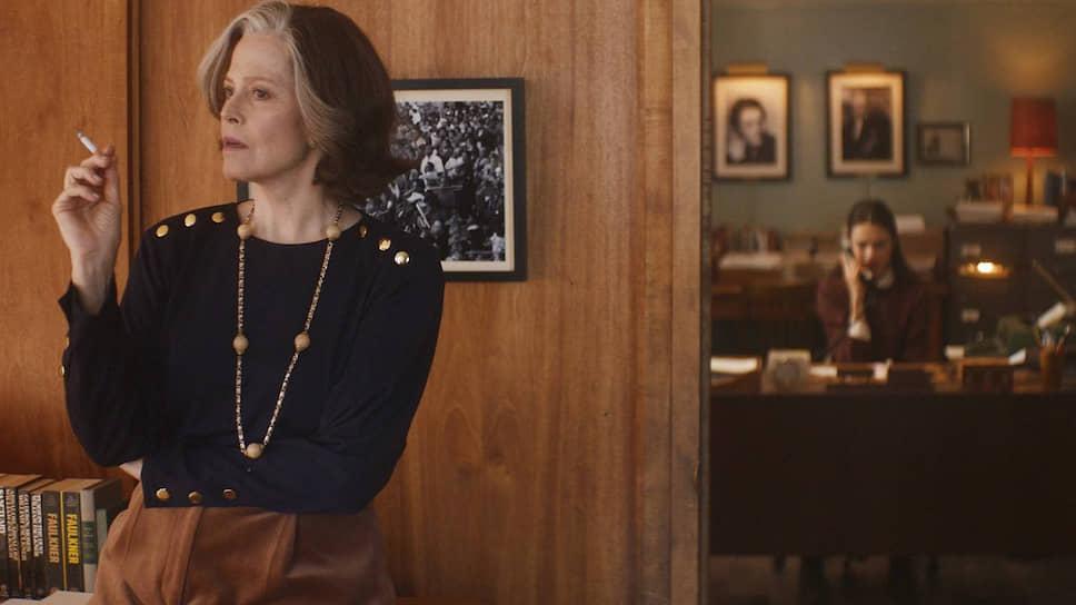 На величавость в фильме «Мой год Сэлинджера» претендует разве что Сигурни Уивер в роли хозяйки литагентства