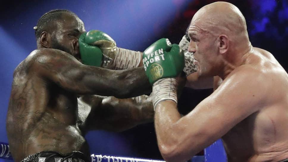 Тайсону Фьюри (справа), возможно, предстоит провести третий бой против только что побежденного им Деонтея Уайлдера