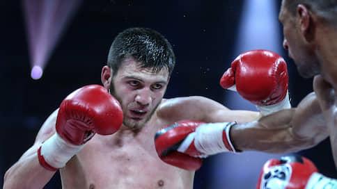 Российских боксеров приблизили к титулу  / Умар Саламов или Максим Власов будут биться за чемпионское звание в полутяжелом весе