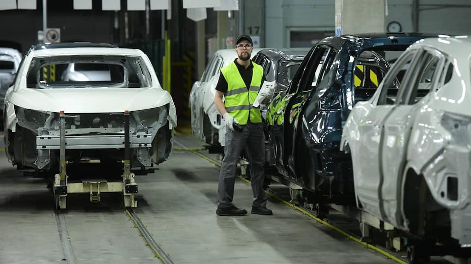 Nissan сокращает выпуск машин в РФ