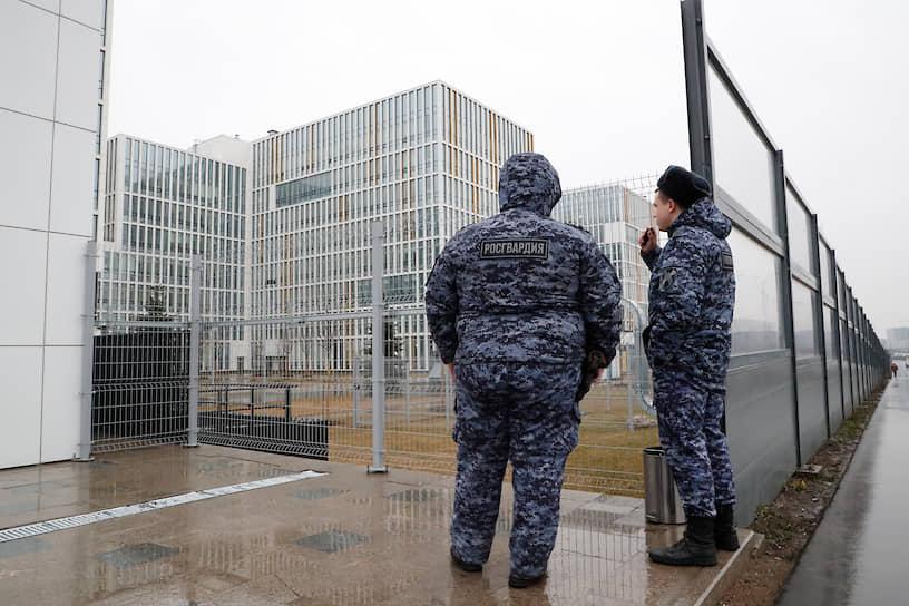 За госпитализированными москвичами с подозрением на коронавирус теперь присмотрят с комфортом — в новой больнице стоимостью свыше 35 млрд руб.