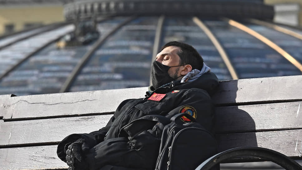 Москва все больше напоминает город на карантине