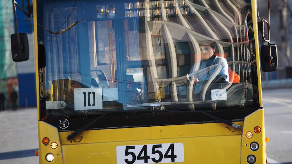 Водителей общественного транспорта принуждают не отводить взгляд от дороги вплоть до ожога роговицы