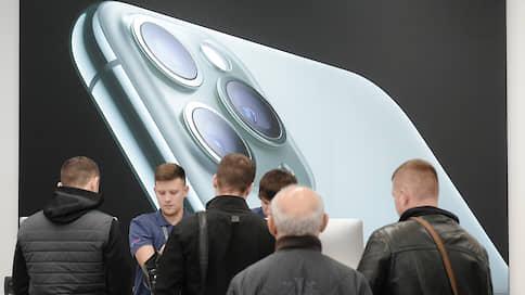 Потребители обменяли рубли на смартфоны  / Ритейлеры не исключают дефицита устройств Apple