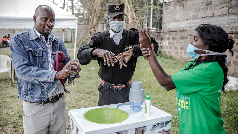 Из 54 стран Африки заразившиеся выявлены уже в 43 странах. А меры, принимаемые для сдерживания эпидемии, далеко не всегда эффективны