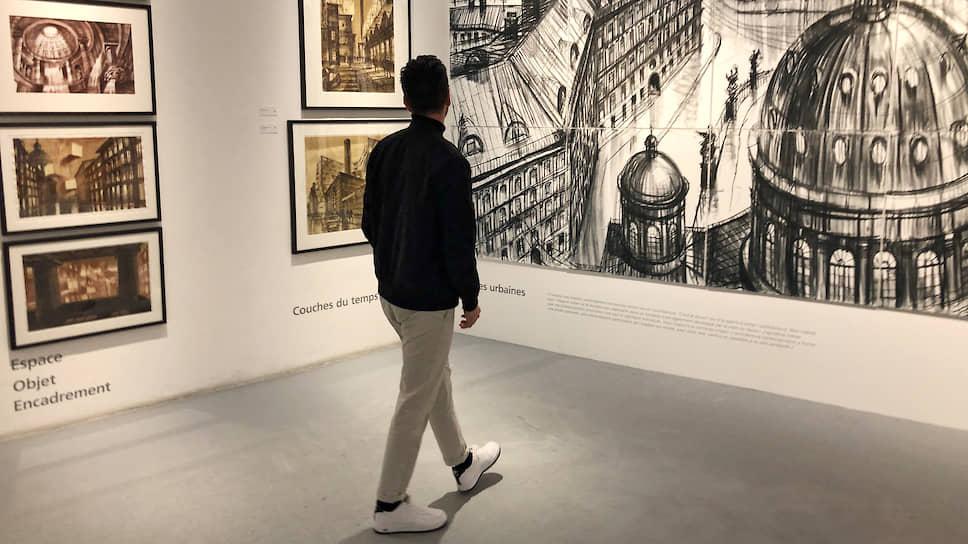 Директор Архитектурной галереи Жиан Маурицио стал единственным зрителем на вернисаже