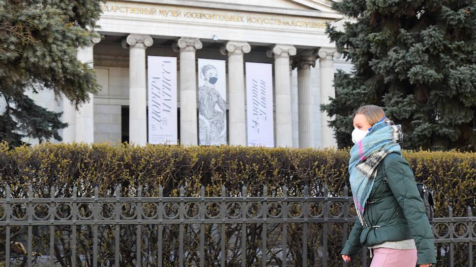 Музеи вынуждены экстренно искать выход из непривычного положения, в котором оказались и их шедевры, и их зритель