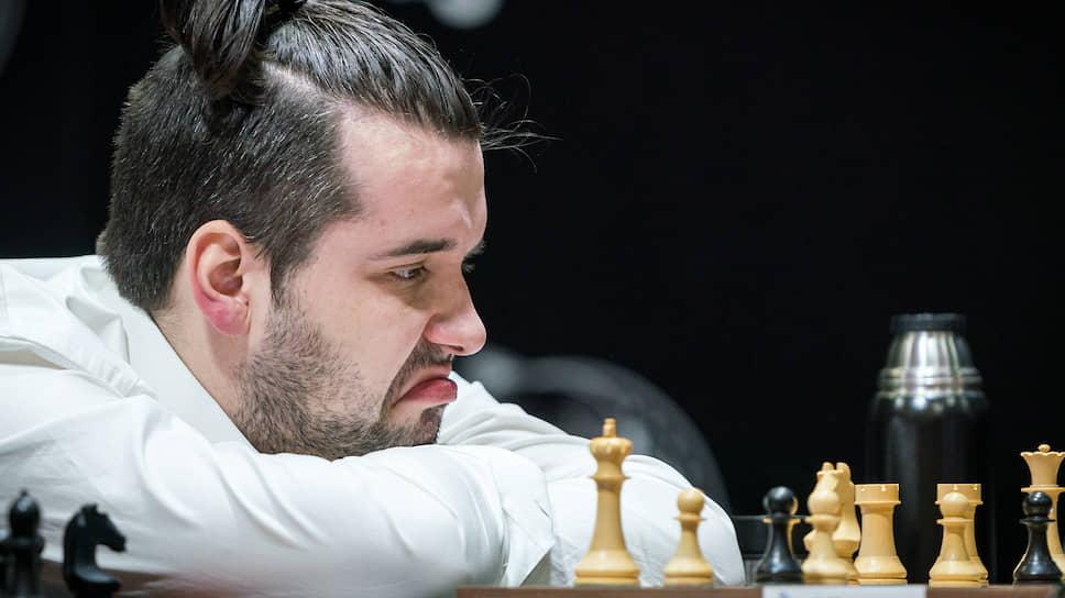 Ян Непомнящий завершил первый круг кандидатского турнира одним из двух лидеров