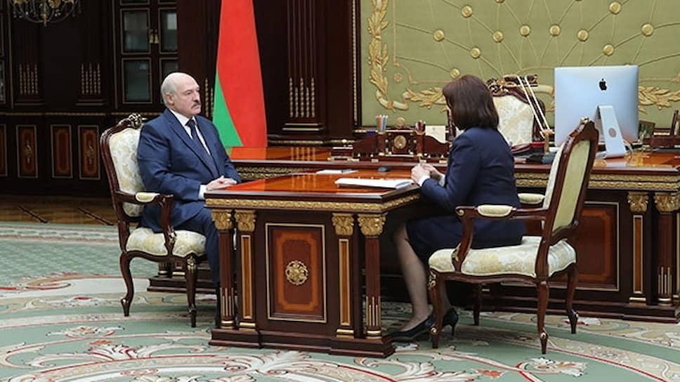 Президент Белоруссии Александр Лукашенко и председатель Совета республики Наталья Кочанова