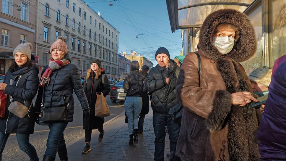Россияне больше боятся коронавируса, чем экономических потерь