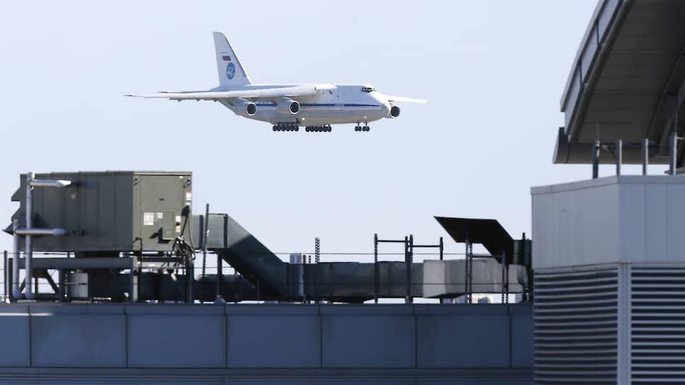 Медицинский груз из России был доставлен «Русланом» воздушно-космических сил РФ в аэропорт JFK 1 апреля