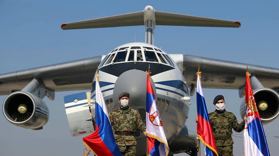 87 российских специалистов, прибывших вместе с техникой и медоборудованием одиннадцатью самолетами Ил-76 ВКС РФ в Сербию, сегодня уже приступили к работе