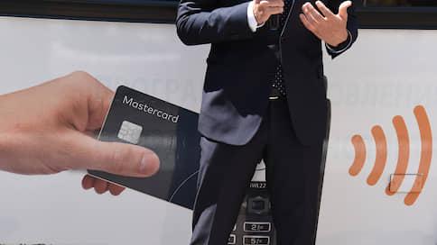 Банки не дождались платежных систем  / Они попросили ЦБ ограничить межбанковскую комиссию при карточных платежах