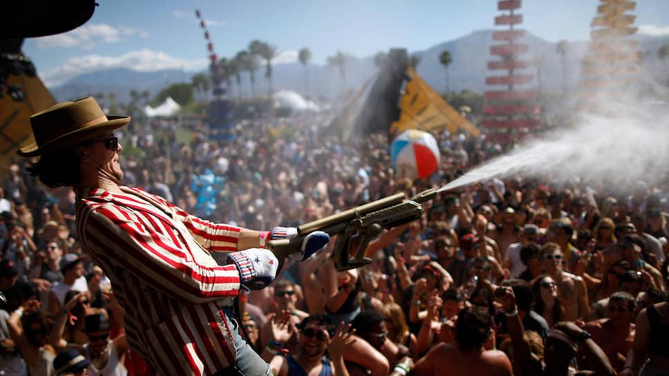 Фестиваль Coachella в жаркой Калифорнии стал альтернативой дождливому и слякотному Glastonbury