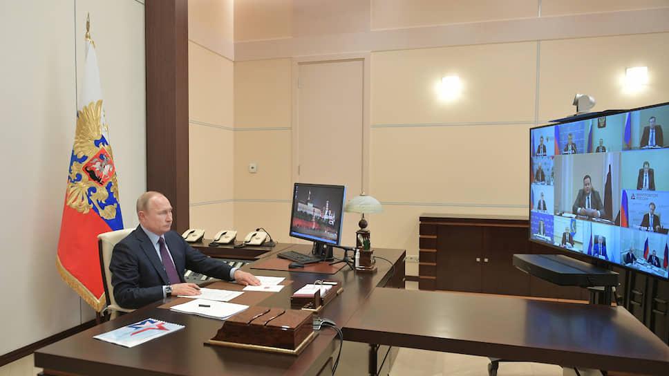 Президент России Владимир Путин во время совещания с министрами