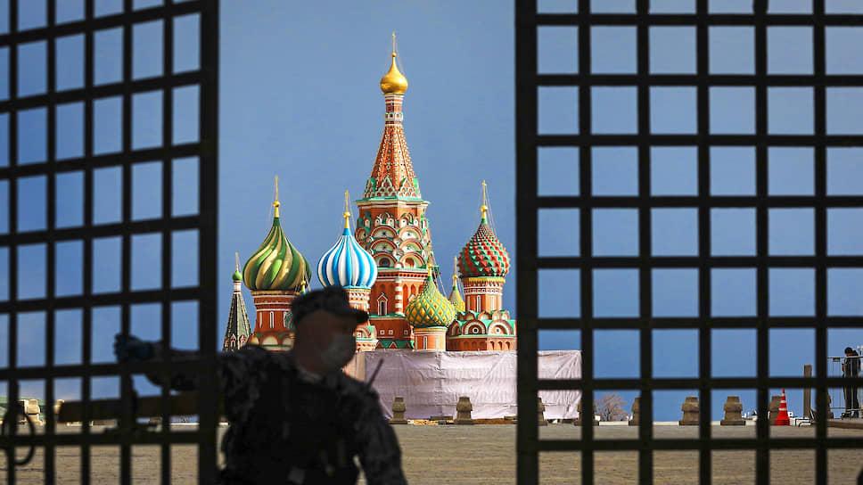 После праздников Москва начнет отмену противовирусных ограничений с введения обязательного ношения масок