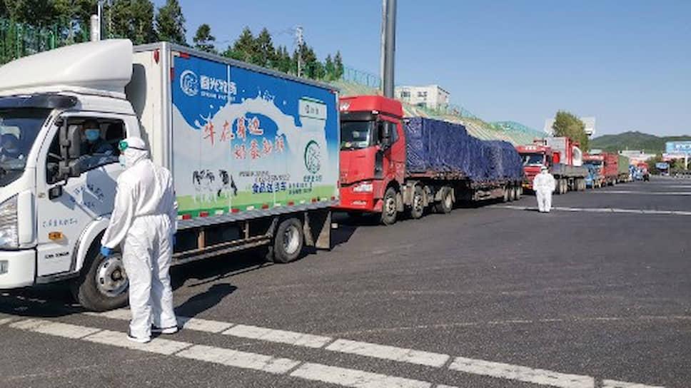 В городе и одноименной провинции Цзилинь введен режим самоизоляции, закрыты непродовольственные магазины, прекращено железнодорожное и автомобильное сообщение с остальным Китаем