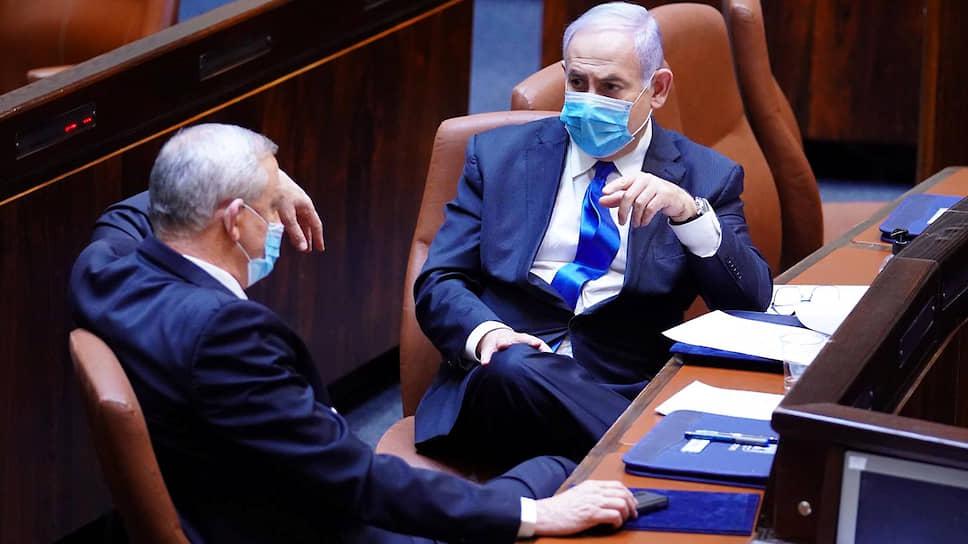 Биньямин Нетаньяху и Бени Ганц будут по очереди занимать пост премьера — каждый по полтора года. Первым на этот пост заступит господин Нетаньяху, а генерал Ганц станет министром обороны