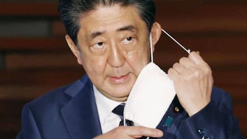 Рейтинг Синдзо Абэ спустили в маджонг  / Токио с честью вышел из пандемии — не считая прокурора и трех журналистов