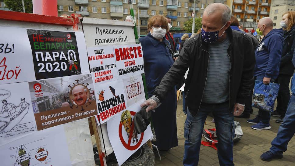 Оппоненты Александра Лукашенко наступают на режим с тапками наголо