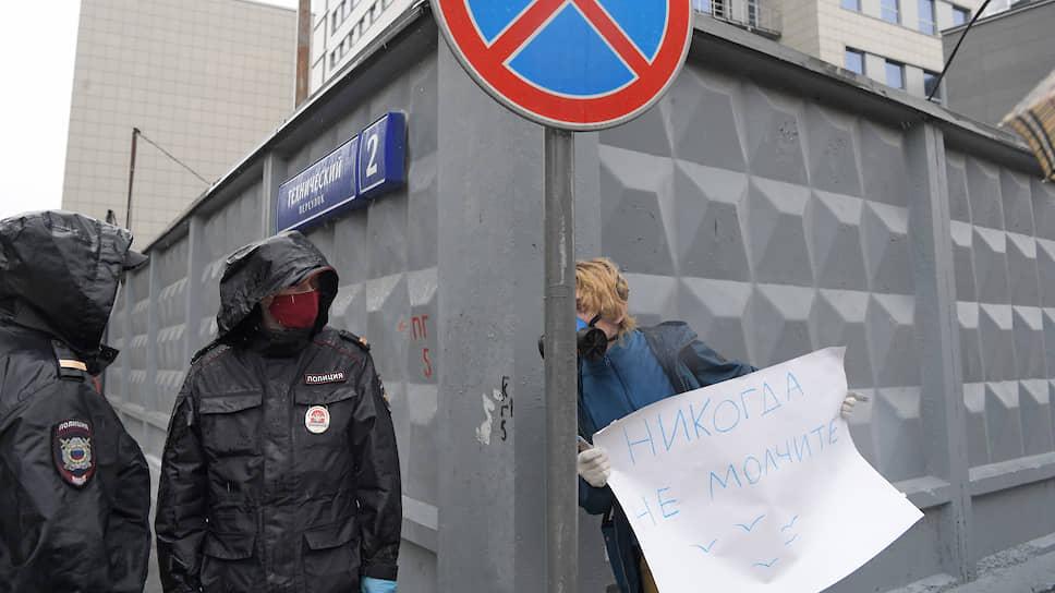 Адвокатов пришли поддержать их подзащитные — политические активисты