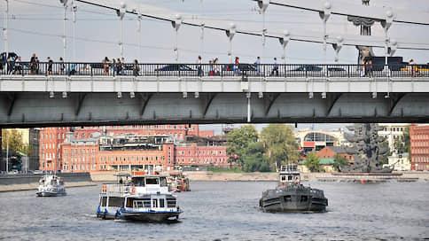 Трамваи застоялись у причалов  / Речные перевозчики просят разрешить им работать в Москве и Петербурге