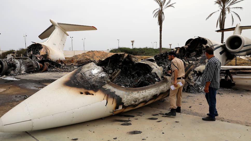 Силы Правительства национального согласия (ПНС) захватили международный аэропорт Триполи, который до этого нещадно бомбили