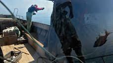 Рыбаки спешат к сетям  / Участники рынка просят выдать авансом 50% инвестиционных квот