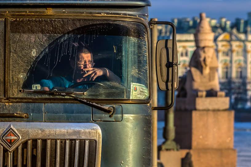 Минтранс готовится полностью автоматизировать систему штрафования и контроля водителей грузовиков и автобусов, изъяв из нее инспекторов