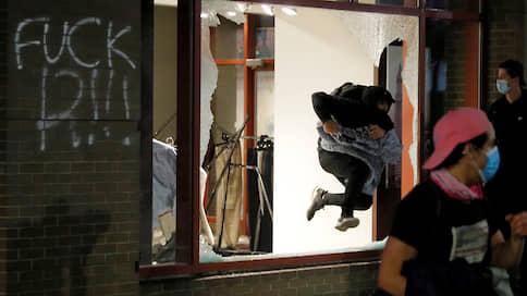 Разбитые витрины не страшнее вируса  / Страховщики подсчитывают ущерб от погромов в США