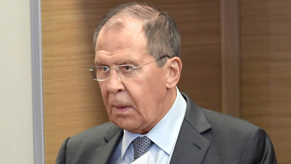 Глава МИД РФ Сергей Лавров напомнил, что активизировать специальный механизм урегулирования споров, предусмотренный резолюцией Совбеза ООН 2231, может только участник иранской ядерной сделки. А США таковым не является