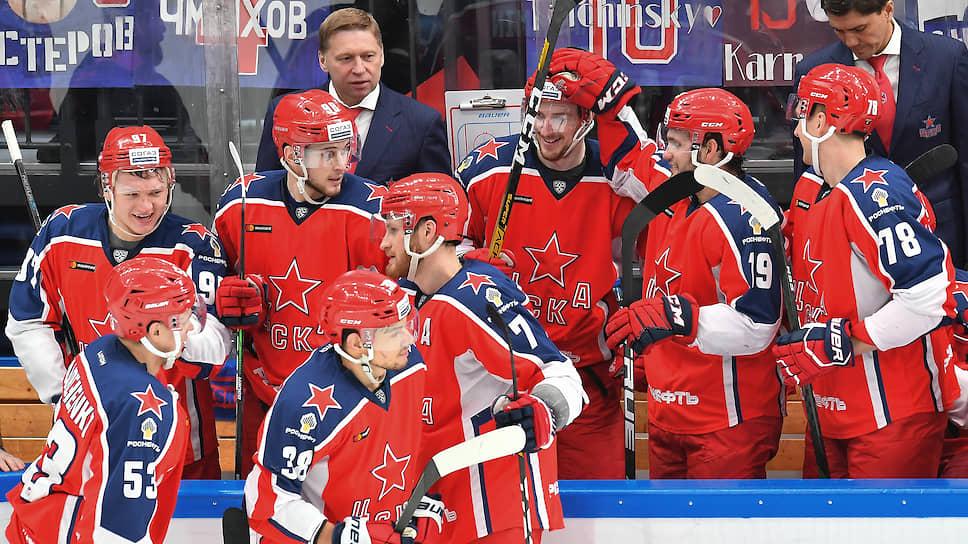Жесткий потолок зарплат вынуждает ведущие клубы КХЛ, в том числе обладателя Кубка Гагарина ЦСКА, расставаться с некоторыми из своих лидеров