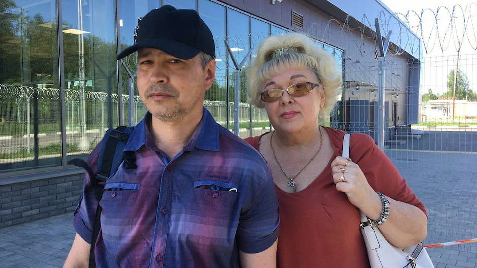 Житель Петрозаводска Алексей Новиков, которому угрожает деление гражданства РФ, и его жена Ольга Барышева