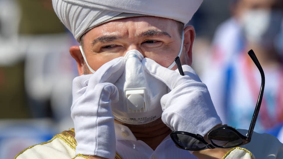 Председатель Духовного управления мусульман РФ и Совета муфтиев России Равиль Гайнутдин прятал себя в маску, как в скорлупу