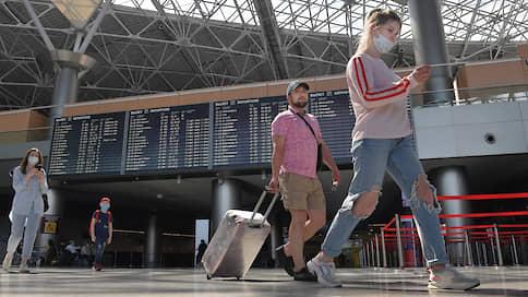 С пассажиров слетают маски  / Авиация с трудом справляется с антивирусными рекомендациями