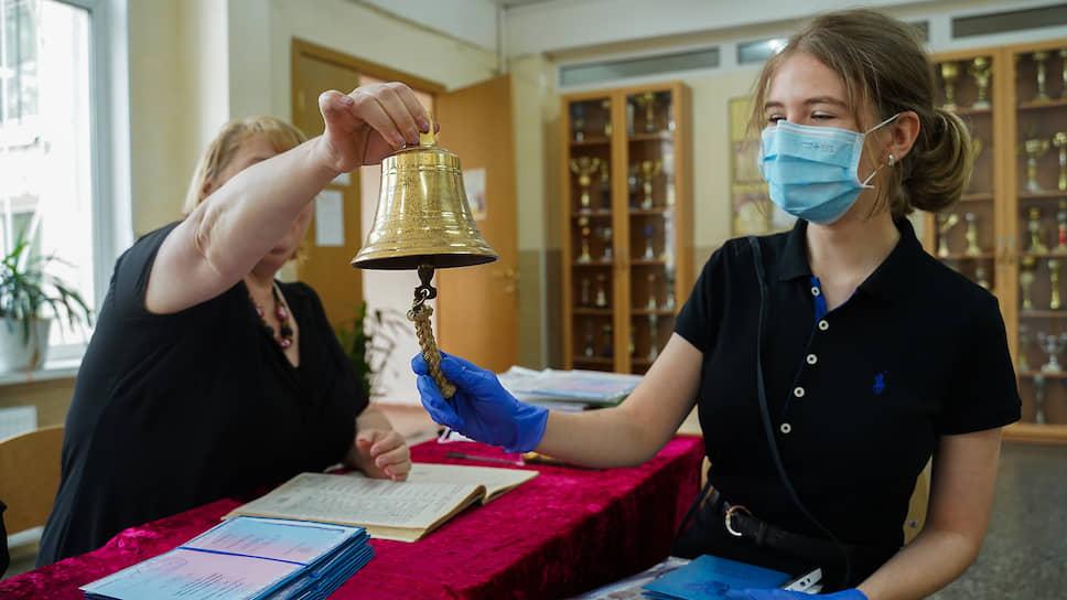 Рабочие места готовят к встрече выпускников / Минпросвещения и Минобрнауки озаботили трудоустройством новых кадров